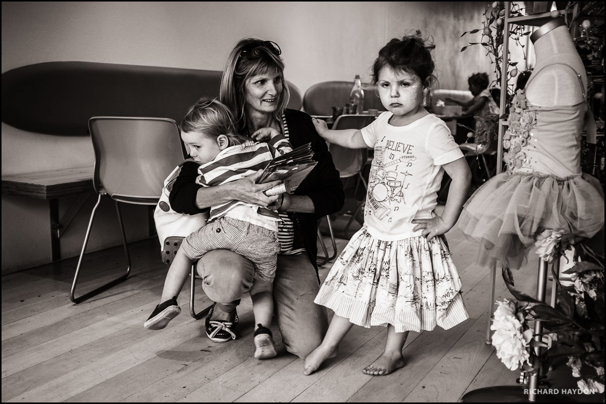 Kleine Tänzerin mit ernstem Blick