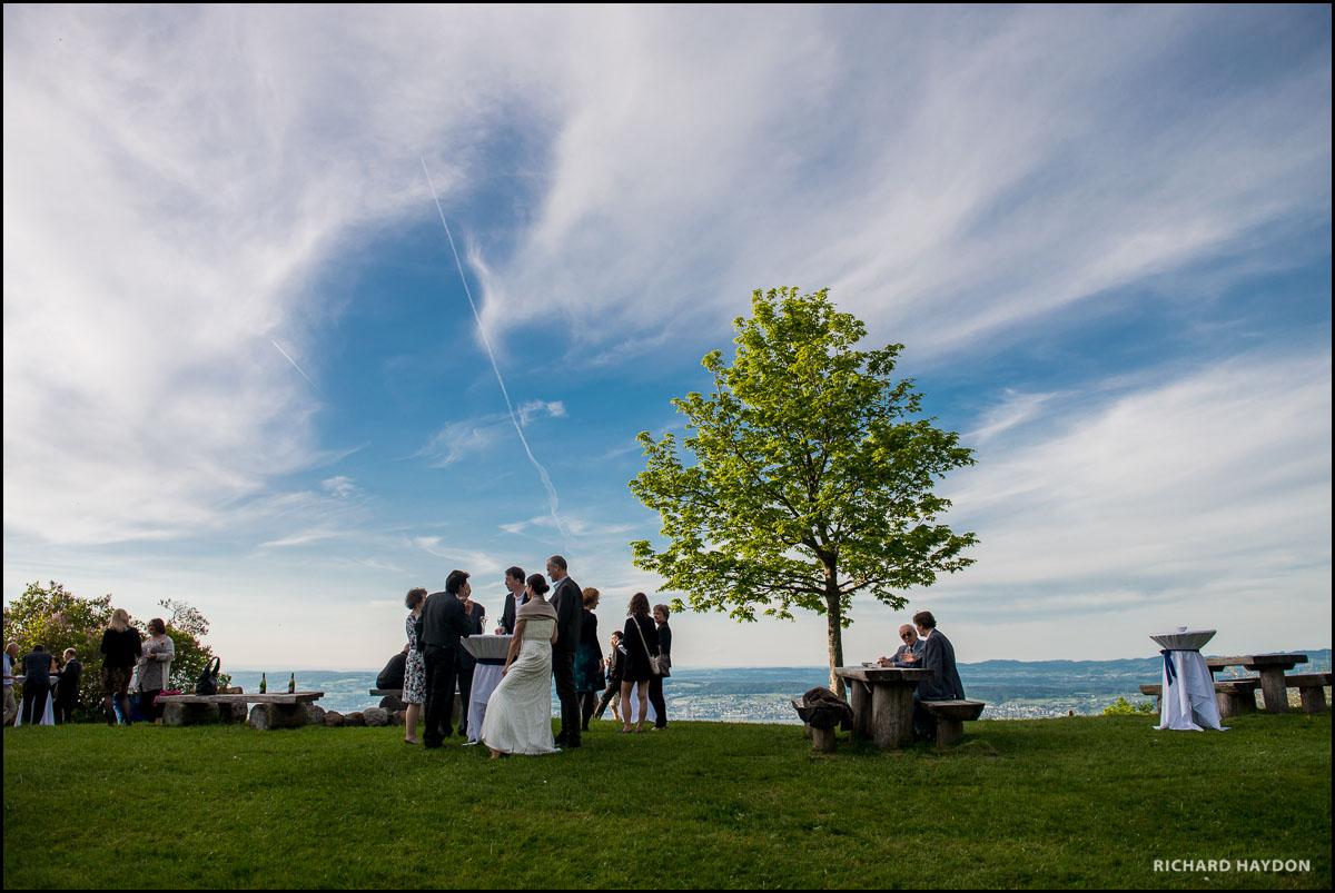 Hochzeitsgesellschaft über dem Zürichsee