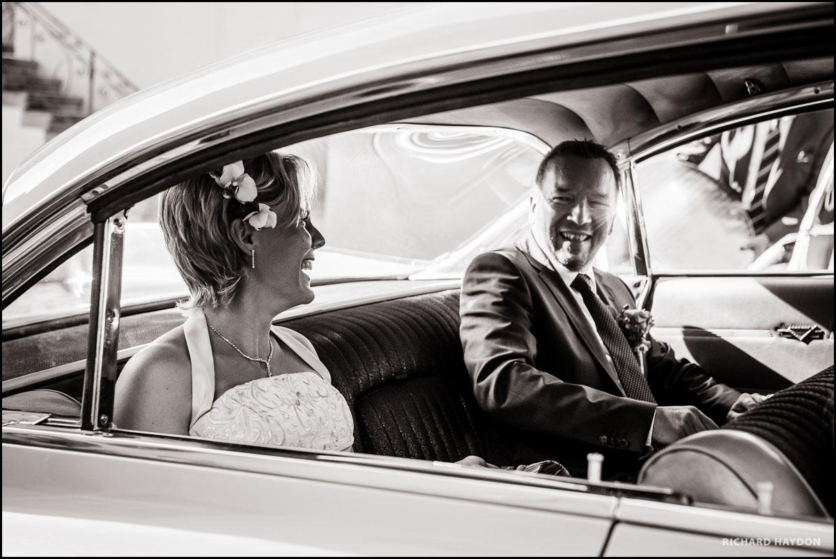 Brautpaar in einem Oldtimer in Stäfa