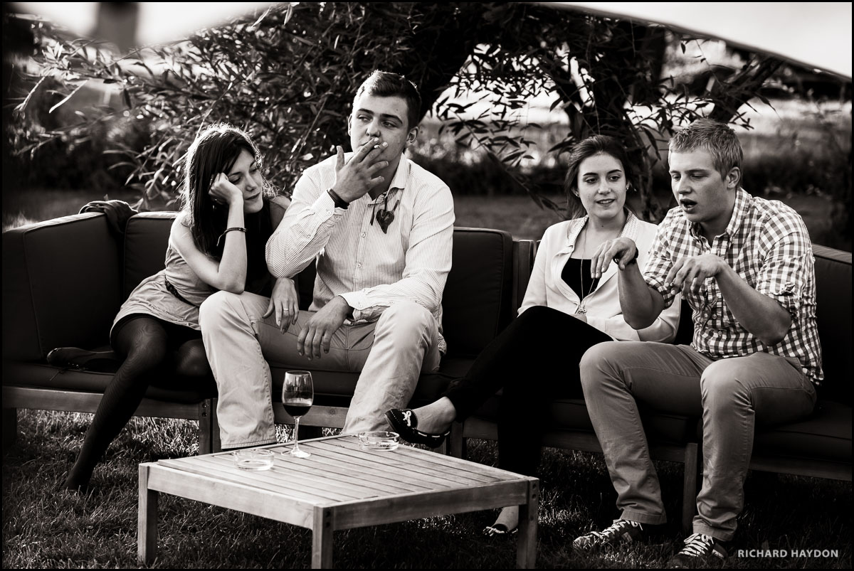 Jugendliche an einer Hochzeit in Zürich