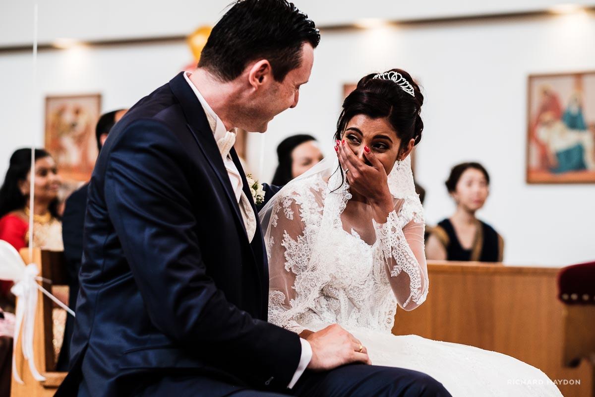 Blickaustausch zwischen Brautpaar