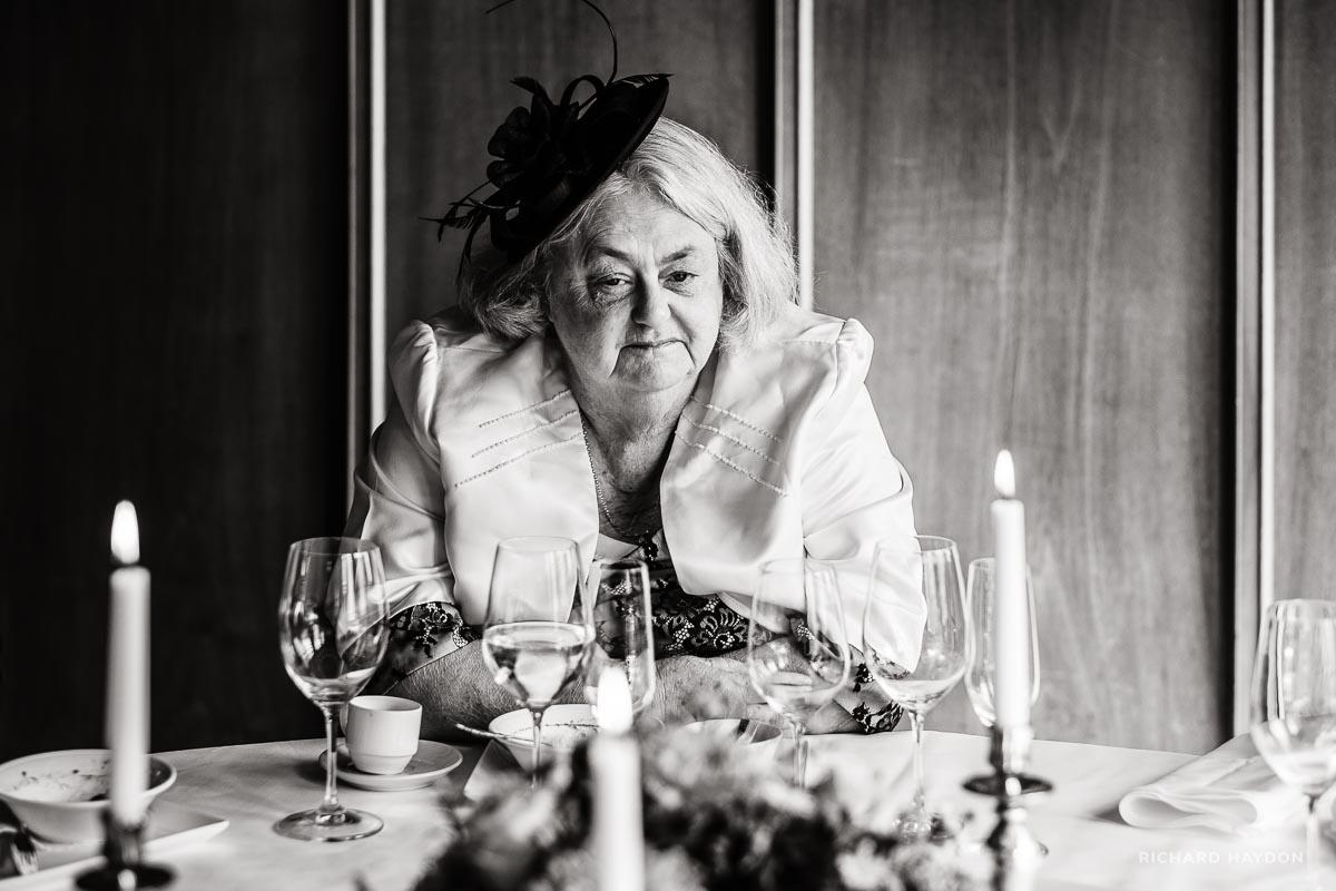Englische Dame an Hochzeit in Zürich